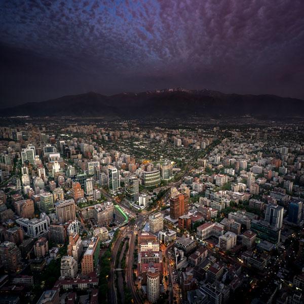 Atardecer con tormenta en Santiago de Chile. Foto: Enrique Talenton, 2017