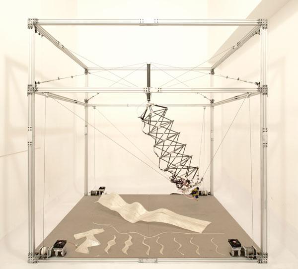 Site-Specific Adaptable Robotic 3d Printer, impresora 3d robótica adaptable y e-Chaise Longue, e(eiroa)-Architects, NY, Diseño Principal I+D: Pablo Lorenzo- Eiroa, Diseñadores I+D: Gabriel Munnich, Yaoyi Fan, Pablo Toubes-Rieger, Nelson Montas.