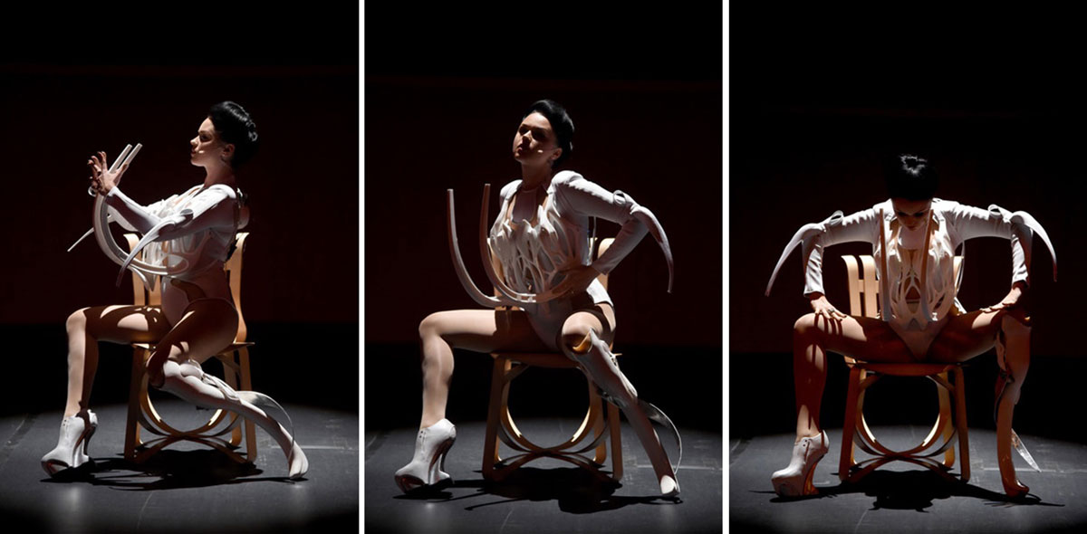 Bustier sónico y pierna prostética; MONAD + Viktoria Modesta