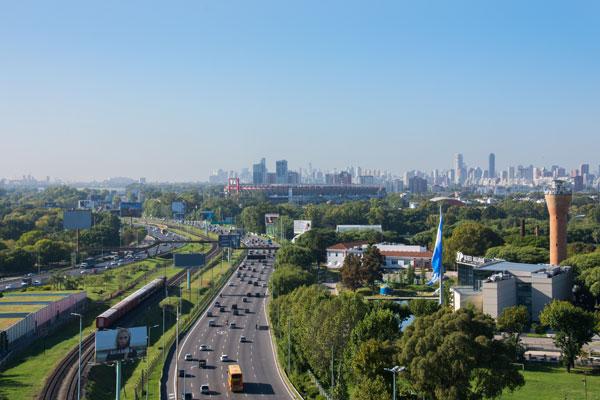 Autopistas urbanas, conexiones dinámicas. Foto: Gonzalo Viramonte
