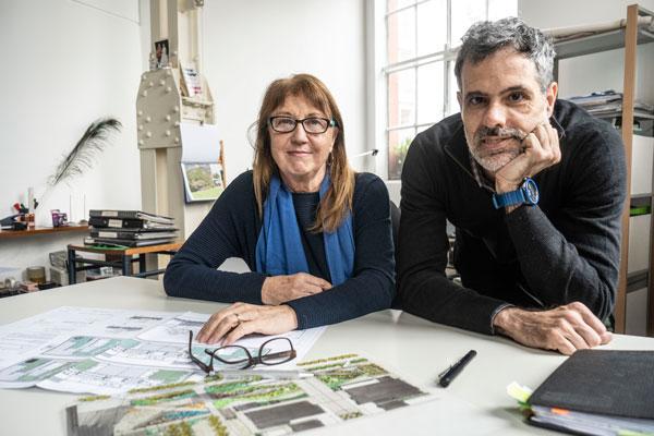 Sebastián Mouzo y Cora Burgin en su estudio. Foto: Pepe Mateos
