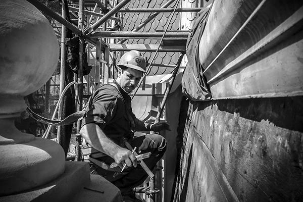 Trabajos de restauración en la cúpula de la Estación Constitución (CABA). Foto: Francisco Pignataro.