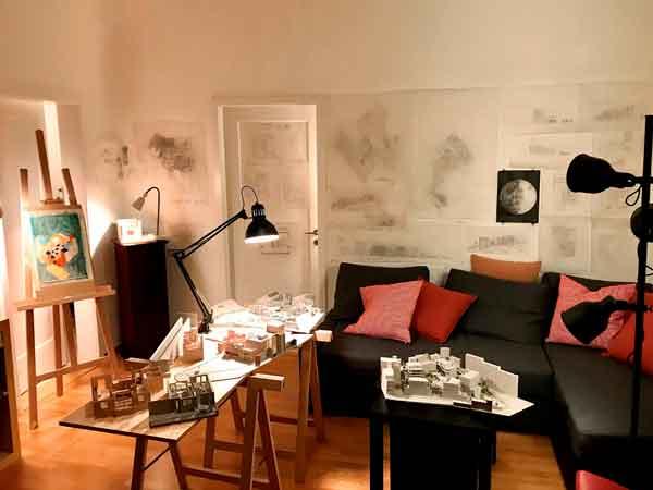 El estudio en casa. Marina Mezzasalma y Flavia Kläy.