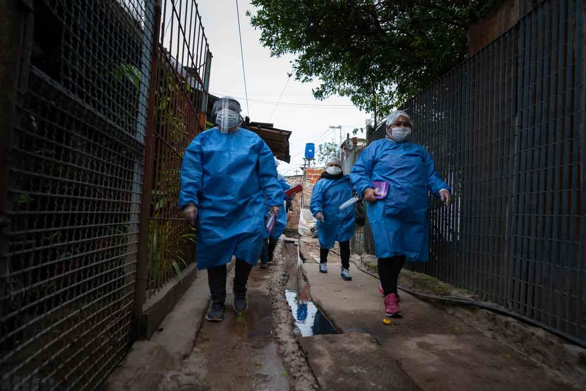 «Promotores de la salud», Villa Azul. Foto: Franco Fafasuli (Infobae).