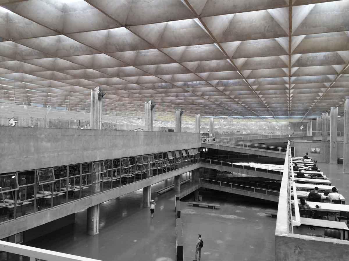 Facultad de Arquitectura y Urbanismo (FAU), de João Batista Vilanova Artigas. Foto de la autora.