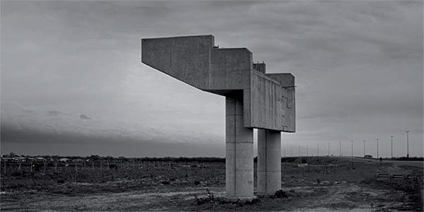 Foto: © Juan Travnik. Autopista Buenos Aires - La Plata, 2003